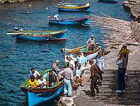 Malta, Wied-iz-Zurrieq: hier legen die Ausflugsboote zum Besuch der Blauen Grotte ab | Malta, Wied-iz-Zurrieq: starting point of the Blue Grotto boat trip