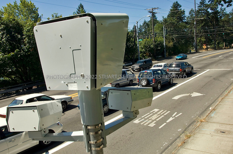 07/21/2006--Lakewood, WA, USA..At an intersection in Lakewood, the police department has installed cameras to catch drivers who run a light...Assignment ID: 30027119A..Photograph By Stuart Isett.All photographs ©2006 Stuart Isett.All rights reserved.