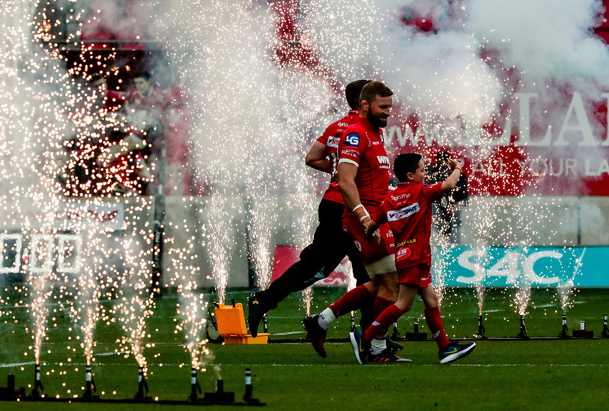 Scarlets players take to the pitch<br /> <br /> Photographer Simon King/CameraSport<br /> <br /> Guinness Pro14 Round 1 - Scarlets v Southern Kings - Saturday 2nd September 2017 - Parc y Scarlets - Llanelli, Wales<br /> <br /> World Copyright &copy; 2017 CameraSport. All rights reserved. 43 Linden Ave. Countesthorpe. Leicester. England. LE8 5PG - Tel: +44 (0) 116 277 4147 - admin@camerasport.com - www.camerasport.com