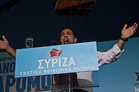 Elezioni in Grecia. Manifestazione finale di Syriza prima delle elezioni legislative, 14 giugno a Atene in piazza Omonia il leader del partito Alexis Tsipras parla dal palco.