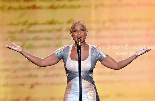 Singer / songwriter Mary J. Blige performs at the 2012 Democratic National Convention in Charlotte, North Carolina on Thursday, September 6, 2012.  .Credit: Ron Sachs / CNP.(RESTRICTION: NO New York or New Jersey Newspapers or newspapers within a 75 mile radius of New York City)