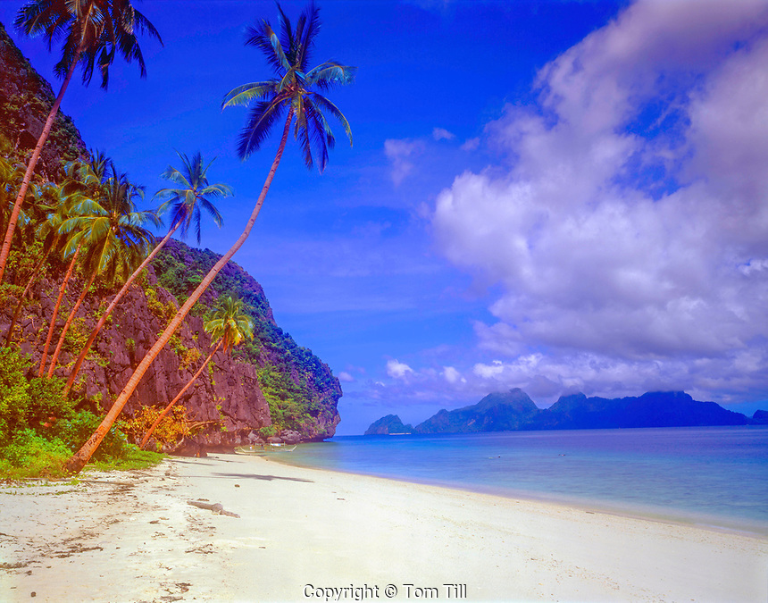 White Sand Beach on Intalula Island, El Nido Protected Area, Bacuit Bay, Philippines