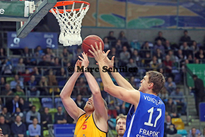 Johannes Voigtmann (Skyliners) gegen Jacob Doerksen (Vechta) - Fraport Skyliners vs. Rasta Vechta, Fraport Arena Frankfurt
