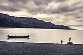USA, Alaska, Homer, China Poot Bay, Kachemak Bay, children playing around on a rock beach near the Kachemak Bay Wilderness Lodge