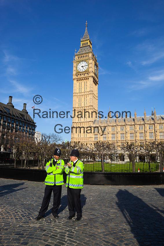 United Kingdom, England, London: 2 Metropolitan policemen guarding the Houses of Parliament | Grossbritannien, England, London: 2 Bobbies vorm House of Parliament mit Big Ben