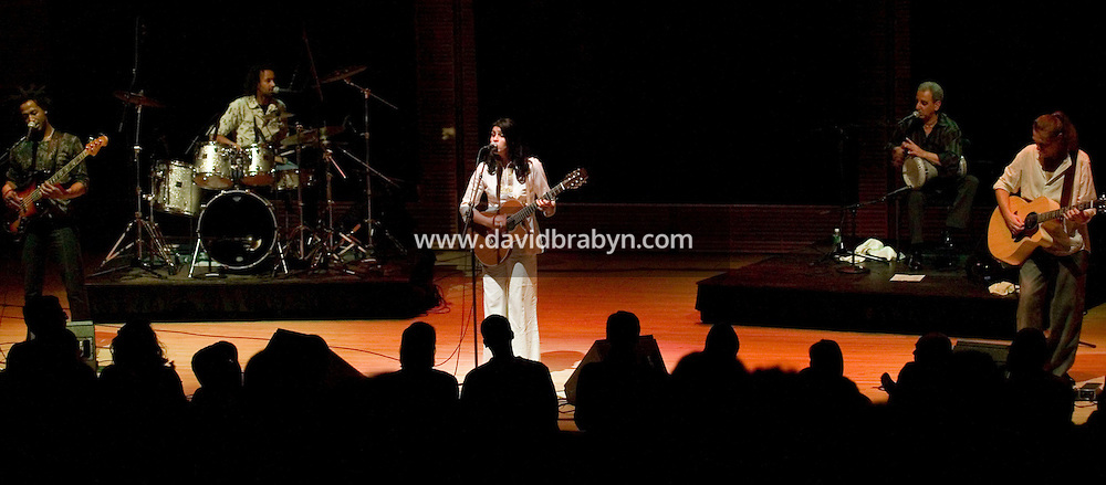 11 November 2004 - New York City, NY - Algerian folk singer Souad Massi (C) performs at the Carnegie Hall in New York City, 11 November 2004.