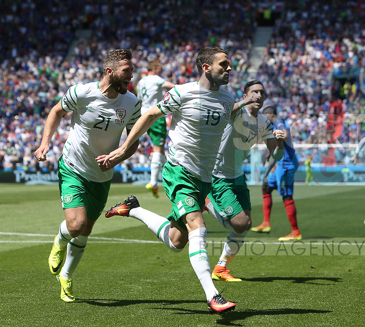 Robbie Brady of Ireland celebrates scoring an early penalty during the UEFA European Championship 2016 match at the Stade de Lyon, Lyon. Picture date June 25th, 2016 Pic Phil Oldham/Sportimage