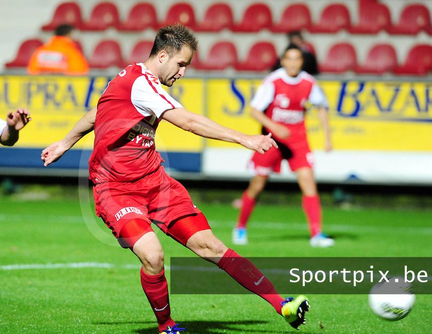 KV Kortrijk : Dalibor Veselinovic.foto VDB / BART VANDENBROUCKE