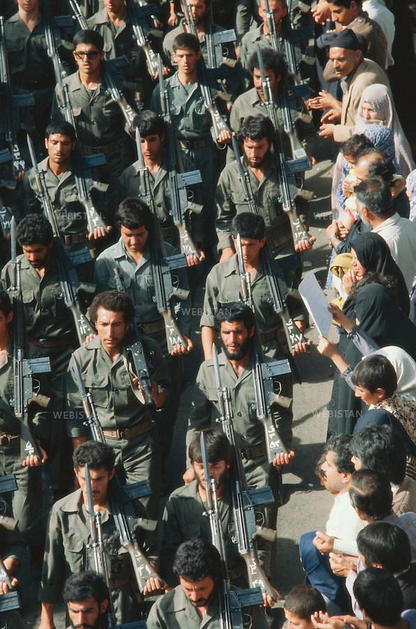 TEHRAN, IRAN - NOVEMBER 1979: A group of revolutionary guards marching with guns at the demonstration in support of the U.S. hostage crisis which was a diplomatic crisis between Iran and the United States where 52 U.S. diplomats were held hostage for 444 days from November 4, 1979 to January 20, 1981, after a group of Islamist students took over the American embassy in support of the Iranian revolution. (Photo by Reza/Getty Images)<br /> T&eacute;h&eacute;ran, Iran - Novembre 1979. Un groupe de gardiens de la r&eacute;volution arm&eacute;s de fusils d&eacute;file pendant la manifestation de soutien aux preneurs des otages am&eacute;ricains et &agrave; la r&eacute;volution iranienne. La crise des otages &agrave; T&eacute;h&eacute;ran fut une crise diplomatique entre l'Iran et les Etats Unies durant laquelle 52 diplomates am&eacute;ricains furent pris en otage par un groupe d'&eacute;tudiants islamistes apr&egrave;s qu'ils se soient empar&eacute;s de  l'ambassade am&eacute;ricaine dans le cadre de leur soutien &agrave; la r&eacute;volution islamique. Les otages rest&egrave;rent  prisonniers pendant 444 jours du 4 novembre 1979 au 20 janvier 1981 (Photo de Reza/Getty Images)
