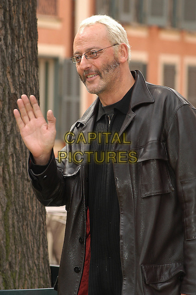 JEAN RENO.at photocall in Rome.23 March 2004.half length, half-length, beard, glasses, waving.www.capitalpictures.com.sales@capitalpictures.com.© Capital Pictures.