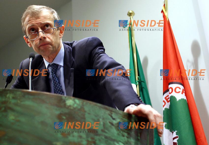 Roma 14 03 2006 DS:Assemblea nazionale dei segretari di federazione<br /> Nella foto il segretario nazionale dei DS Piero Fassino<br /> Photo Serena Cremaschi Insidefoto