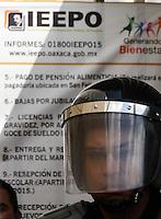 Oaxaca de Juárez, Oax. 02/10/2015.- Luego del emplazamiento que le hicieran al gobernador de Oaxaca, Gabino Cué Monteagudo, a quien le pidieron entablar una mesa de dialogo publica para tratar temas educativos, integrantes de la sección 22 del Sindicato Nacional de Trabajadores de la Educación (SNTE), efectuaron más de 30 bloqueos en toda la entidad.<br /> <br />  <br /> <br /> Durante casi 8 horas, los docentes hicieron un caos del tráfico vial en la capital oaxaqueñas y otras localidades, obstruyendo el flujo vial en lugares como: el Monumento a Juárez, Crucero del IEEPO, el crucero del Aeropuerto, así como en diversos puntos estratégicos de algunas carreteras de índole federal.