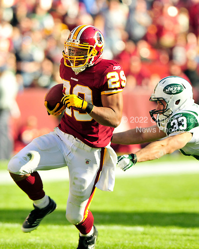 New York Jets against the Washington Redskins running back Roy Helu (29) eludes New York Jets safety Eric Smith (33) during the second quarter at FedEx Field in Landover, Maryland on Sunday, December 4, 2011..Credit: Ron Sachs / CNP.(RESTRICTION: NO New York or New Jersey Newspapers or newspapers within a 75 mile radius of New York City)
