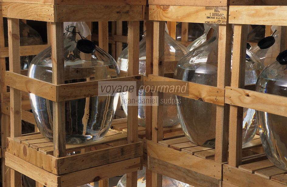 Europe/Autriche/Tyrol/Fritzens: Distillerie de schnaps Rochelt - Vieillissement de schnaps