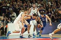 Real Madrid´s Felipe Reyes and Anadolu Efes´s Dario Saric during 2014-15 Euroleague Basketball match between Real Madrid and Anadolu Efes at Palacio de los Deportes stadium in Madrid, Spain. December 18, 2014. (ALTERPHOTOS/Luis Fernandez) /NortePhoto /NortePhoto.com