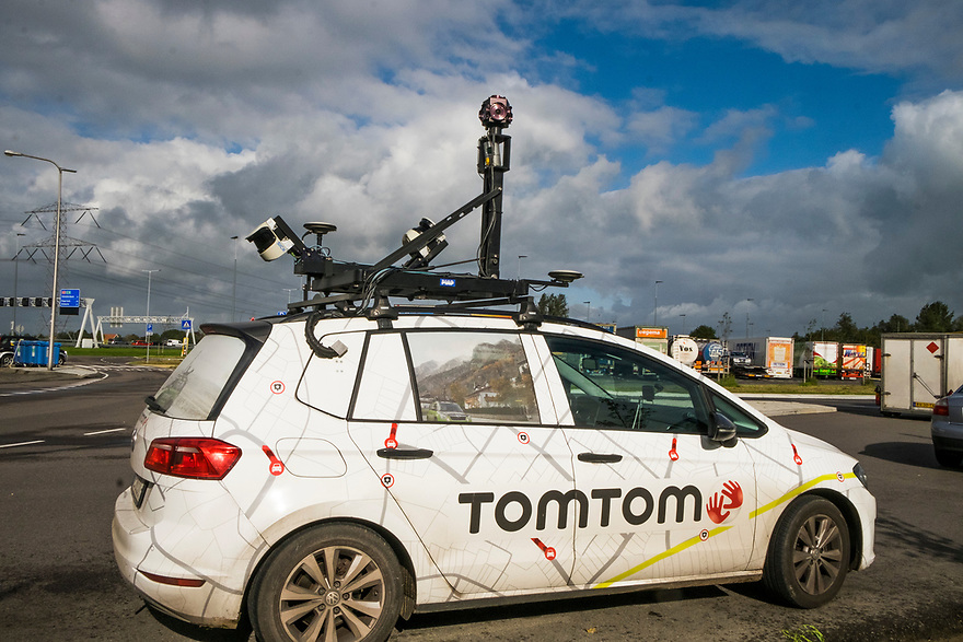 Nederland, Breukelen, 20171003<br /> Auto met camera-apparatuur van Tomtom. Met deze auto worden updates voor het navigatiesysteem van Tomtom gemaakt. <br /> <br /> Foto: (c) Michiel Wijnbergh