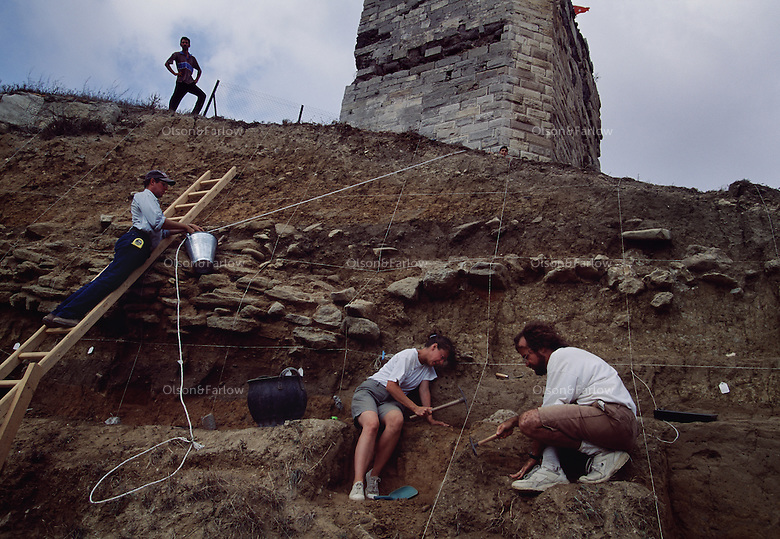 Archaeologists reach a Bronze Age layer at a Sinop dig.