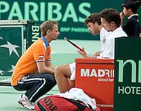 08-05-10, Tennis, Zoetermeer, Daviscup Nederland-Italie, Dubbles Robin Haase and Igor Sijsling(R) luisteren naar de coaching van Jan Siemerink