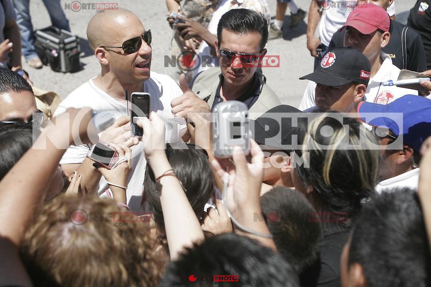 Vin Diesel se dio un tiempesito para saludar a los Magdalenenses luego de casi finalizar su tercer y ultimo dia de filmaci&mdash;n en el lugar Vin Diesel and Paul Walker died during recordings in Mexico 2008<br /> <br /> Vin Diesel  y el fallecido Paul Walker durante grabaciones en  Mexico  2008