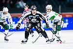 Solna 2014-03-16 Bandy SM-final herrar Sandvikens AIK - V&auml;ster&aring;s SK :  <br /> Sandvikens Magnus Muhr&eacute;n Muhren i kamp om bollen med V&auml;ster&aring;s Janne Rintala <br /> (Foto: Kenta J&ouml;nsson) Nyckelord:  SM SM-final final herr herrar VSK V&auml;ster&aring;s SAIK Sandviken