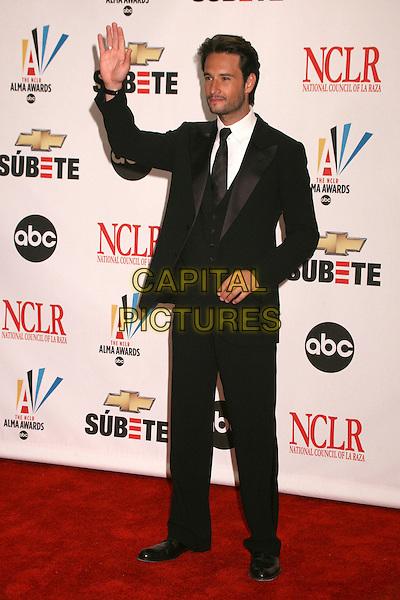RODRIGO SANTORO .2007 NCLR ALMA Awards at the Pasadena Civic Center, Pasadena, California, USA..June 1st, 2007.full length black suit hand palm waving .CAP/ADM/BP.©Byron Purvis/AdMedia/Capital Pictures
