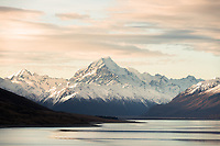 Sunset over Lake Pukaki and highest NZ mountain Aoraki Mount Cook, Aoraki Mount Cook National Park, UNESCO World Heritage Area, Mackenzie Country, New Zealand, NZ
