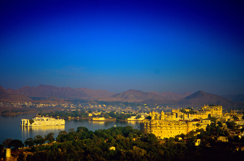 Lake Palace Hotel (on Lake Pichola) and City Palace (on right), Udaipur, Rajasthan, India