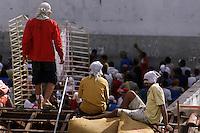 Após vários dias de revolta os detentos do presídio Dr. José Mario Alves da Silva, conhecido como Urso Branco reunem para decidir se encerram a rebelião, ao fim , resolvem encerrar a rebelião . Os 1.000 presos se rebelaram desde o último domingo. Até o momento 9 mortes já foram confirmadas  desde sexta feira passada, .<br />22/04/2004.<br />Porto Velho, Rondônia Brasil<br />Foto Paulo Santos/Interfoto