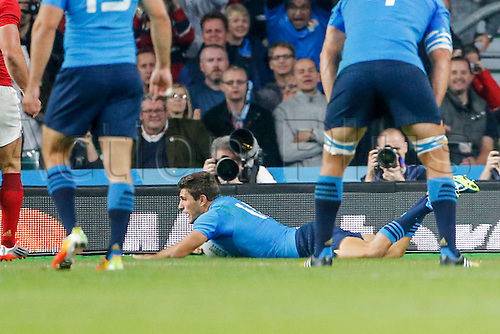 19.09.2015. Twickenham, London, England. Rugby World Cup. France versus Italy. Giovanbattista Venditti of Italy scores a try.