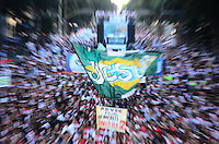 RIO DE JANEIRO, RJ, 25 DE MAIO DE 2013 -MARCHA PARA JESUS 2013-RJ- A Marcha Para Jesus, evento que espera cerca de 300 mil pessoas, a caminhada, animada com sete trios elétricos, tem início na Central do Brasil e segue até o palco montado na Cinelândia, acontece neste sábado (25). A festa acontece na cidade há 15 anos e é promovida pelo Conselho de Ministros do Estado do Rio de Janeiro, no.centro do Rio de Janeiro.FOTO:MARCELO FONSECA/BRAZIL PHOTO PRESS
