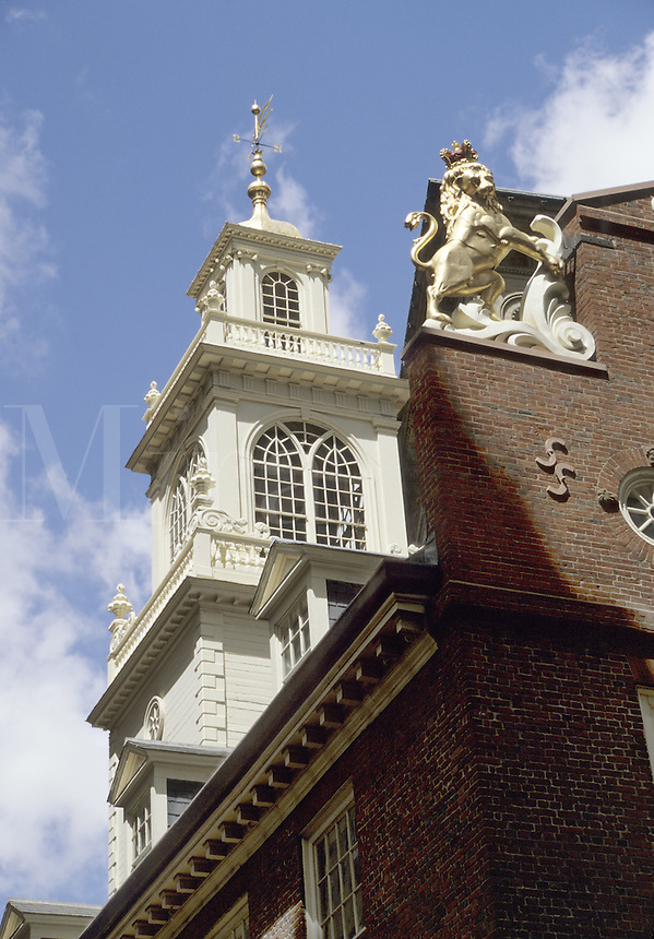 Boston, Mass..Looking up at the spire of the Old Boston State House (built 1713)
