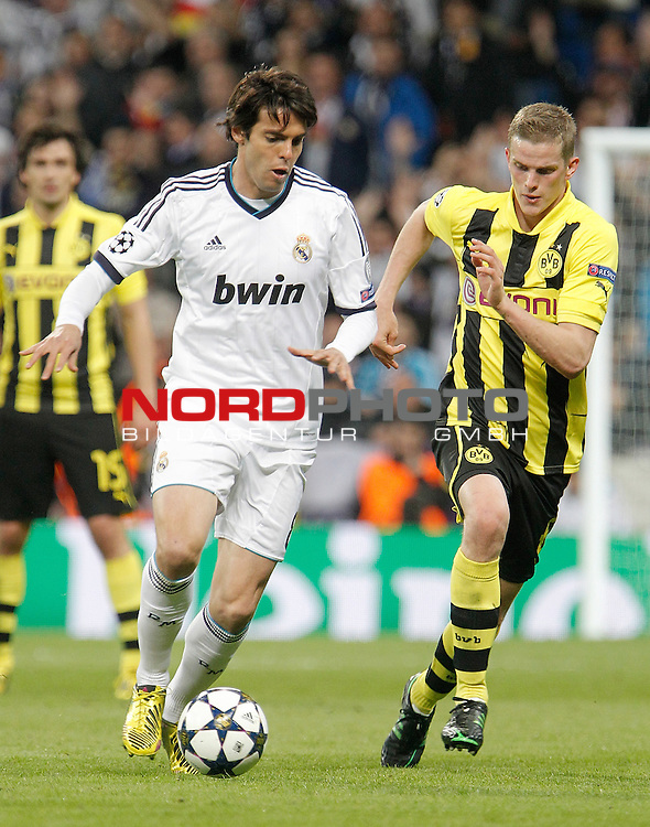 30.04.2013, Santiago Bernabéu, Madrid, ESP, CL Halbfinale,  Real Madrid vs Borussia Dortmund, im Bild   Borussia Dortmund's Sven Bender against Real Madrid's Kaka during UEFA Champions League match. April 30, 2013. Foto © nph / Alvaro Hernandez)