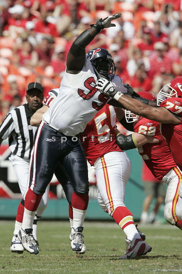 Robaire Smith during the Houston Texans. v. Kansas City Chiefs game September 26, 2004...Dilip Vishwanat / SportPics
