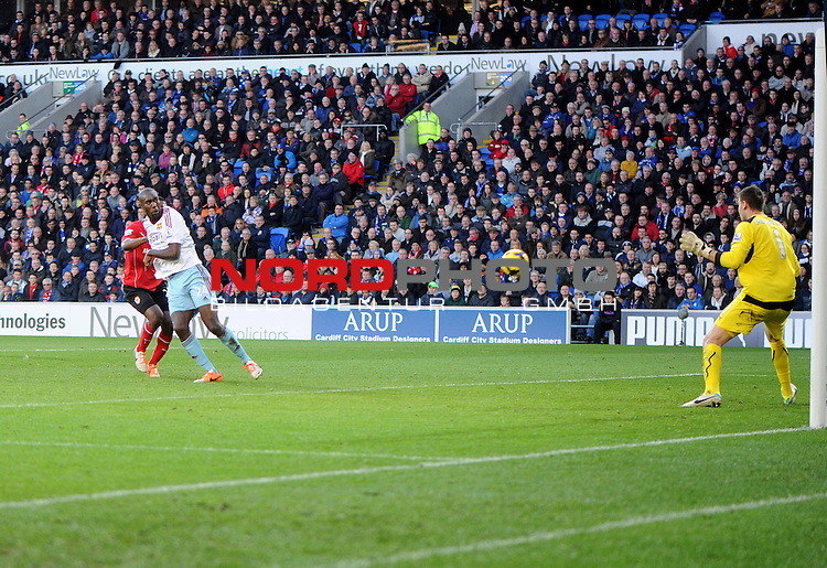 West Ham United&rsquo;s Carlton Cole scores the first goal of the game. -  11/01/2014 - SPORT - FOOTBALL - Cardiff City Stadium - Cardiff - Cardiff City v West Ham United - Barclays Premier League<br /> Foto nph / Meredith<br /> <br /> ***** OUT OF UK *****