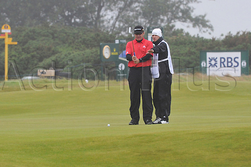 15/07/10    Sir Nick FALDO from England  lines up a putt  on the Old Course , St  Andrews, Fife, Scotland in the first round of  British Open Championship