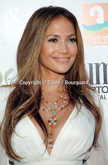 Jennifer Lopez  arriving at El CANTANTE, Los Angeles Premiere at the DGA Theatre in Los Angeles.<br /> <br /> headshot<br /> smile