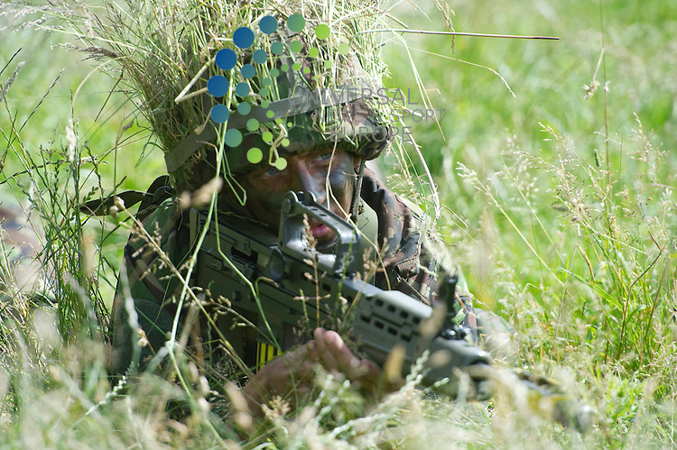 Territorial Army recruits train over 5 weeks full time to complete basic training and to give them an experience of army life at Dreghorn Ranges, Edinburgh, Scotland, 25th July 2012. .Picture:Scott Taylor Universal News And Sport (Europe) .All pictures must be credited to www.universalnewsandsport.com. (Office)0844 884 51 22.