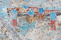 France, Bretagne, (29), Finistère,   Penmarch, Saint-Pierre (Penmarc'h): Mur peint représentant des scène de la vie bigoudène , promenade Baptiste Dupuy // France, Britatny, Finistere,   Penmarch, Saint-Pierre: Wall painted scene depicting the Bigouden life
