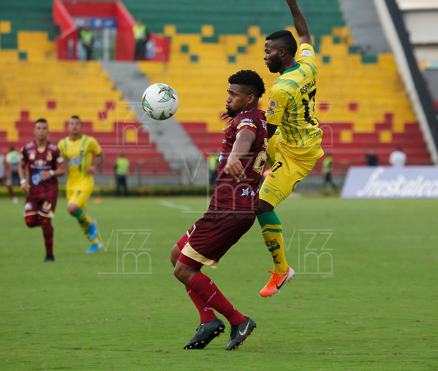 BUCARAMANGA-COLOMBIA ,21 -08-2019.Yuber Asprilla jugador del  Atlético Bucaramanga disputa el balón contra Danovis Banguero jugador del Deportes Tolima durante partido por la fecha 7 de la Liga Águila II 2019 jugado en el estadio Alfonso López de la ciudad de Bucaramanga./Yuber Asprilla player of Atletico Bucaramanga fights the ball agaisnt of Danovis Banguero player of  Deportes Tolima during the match for the date 7 of the Aguila League II 2019 played at Alfonso Lopez  stadium in Bucaramanga city. Photo: VizzorImage/ Oscar Martínez / Contribuidor