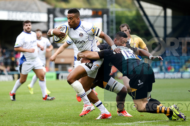 Bath's Anthony Watson runs at London Wasps' Andrea Masi - Rugby Union - 2014 / 2015 Aviva Premiership - Wasps vs. Bath - Adams Park Stadium - London - 11/10/2014 - Pic Charlie Forgham-Bailey/Sportimage