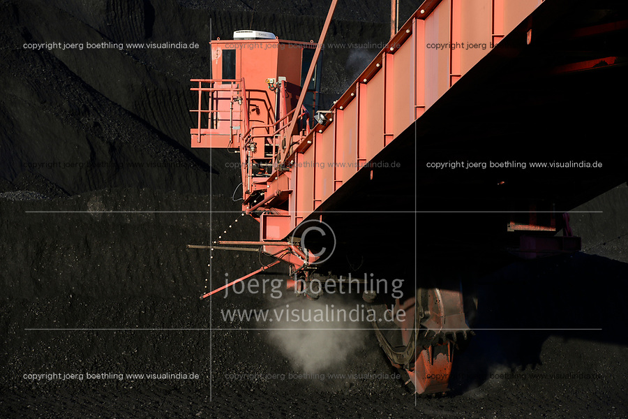 Germany, Hamburg, Hansaport import of hard coal , Paddle wheel excavator, / DEUTSCHLAND, Hamburg, Hansaport, Import von Kohle , Lagerung und Weitertransport zu Kraftwerken und Stahlwerken