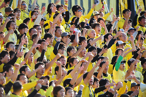 Kashiwa Reysol fans, NOVEMBER 26, 2011 - Football / Soccer : 2011 J.League Division 1 match between Kashiwa Reysol 1-1 Cerezo Osaka at Hitachi Kashiwa Soccer Stadium in Chiba, Japan. (Photo by AFLO)