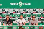 11.08.2019, wohninvest Weserstadion, Bremen, GER, Neuzugang Ömer / Oemer Toprak (Neuzugang Werder Bremen #21)<br /> <br /> im Bild<br /> <br /> Ömer / Oemer Toprak (Neuzugang Werder Bremen #21) mi<br /> <br /> Toprak wechselte von Dortmund nach Bremen<br /> <br /> li Frank Baumann (Geschäftsführer Fußball Werder Bremen) re Christoph Pieper (Leiter PR und Öffentlichkeitsarbeit SV Werder Bremen)<br /> <br /> Foto © nordphoto / Ewert