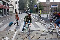 Milano 13 Ottobre: si è svolta sabato l'Alleycat race, la gara in bici ispirata ai pony express. Nella foto i partecipanti sdurante la competizione nelle strade di Milano