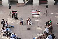 SAO PAULO, SP, 14 DE AGOSTO DE 2012 - ELEICOES SP - SONINHA FRANCINE - A cadidata a prefeitura de Sao Paulo, pelo PPS Soninha Francine, particiPa da serie de debates com candidatos, organizado pelos alunos da Faculdade de Direito do Largo Sao Francisco - USP, nesta manha de terca-feira, 14, na zona central da cidade. FOTO RICARDO LOU - BRAZIL PHOTO PRESS