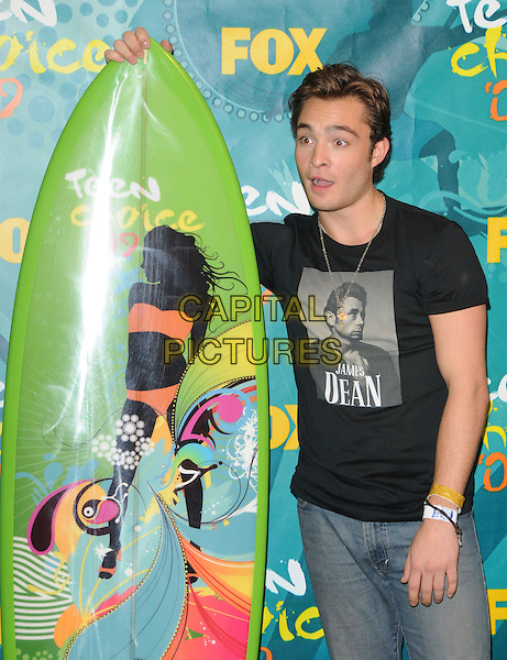 ED WESTWICK .at The Fox 2009 Teen Choice Awards held at Universal Ampitheatre  in Universal City, California, USA, .August 9th 2009.                                                                                      .Press room pressroom  half length surfboard black James Dean t-shirt jeans  funny face denim mouth open .CAP/DVS.©Debbie VanStory/RockinExposures/Capital Pictures