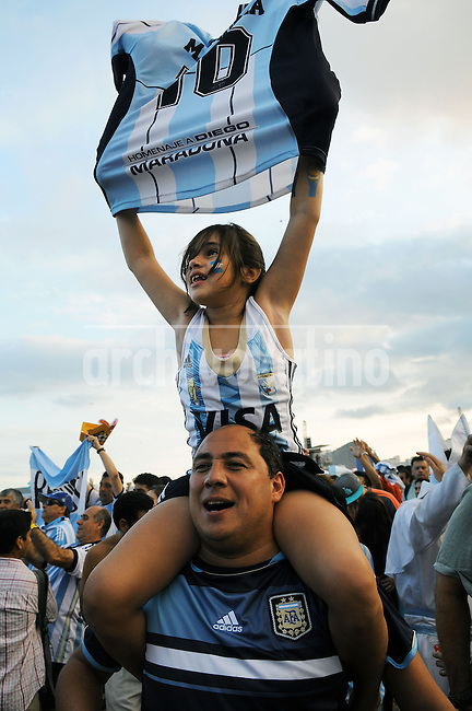 Supporters of the Argentina national soccer team react during a live broadcast of the soccer World Cup semifinal match between Argentina and Netherlands, inside the FIFA Fan Fest area on Copacabana beach,  Rio de Janeiro, Brazil, July 09, 2014