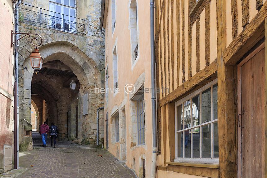 France, Orne (61), le Perche, Bellême, porte des anciens remparts // France, Orne, le Perche, Belleme, door of the old walls