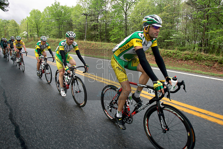 Ignacio Gutierrez (#24) rides with his Phonak Hearing Systems squad during Stage 5 of the Ford Tour de Georgia. Tom Danielson, of the Discovery Channel Pro Cycling Team, won the 94.5-mile (152.1-km) stage from Blairsville to the top of Brasstown Bald, the highest point in the state.<br />