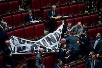 Roma, 6 Febbraio 2014<br /> Camera dei Deputati - Voto sul decreto legge 'Svuota carceri'<br /> I deputati della Lega Nord espongono un cartello con la scritta 'Criminali in galera', che viene rimosso dai commessi della Camera